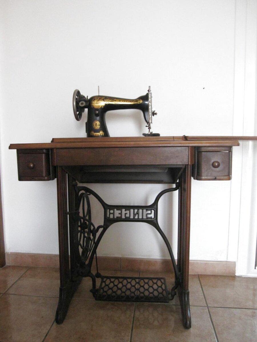 Machine A Coudre Ancienne machine à coudre ancienne résine café modèle vitri